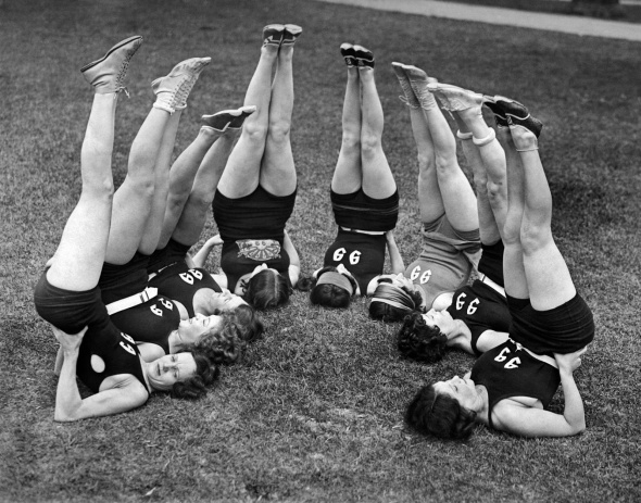ladies-doing-exercise-in-the-1920s-10