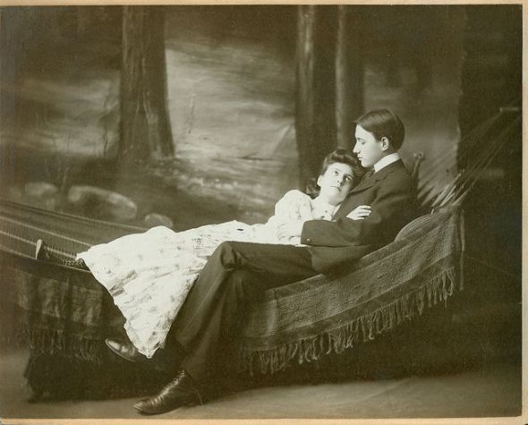 a7562510e940c4e967d178b07d9e1f39--antique-photos-photo-studio